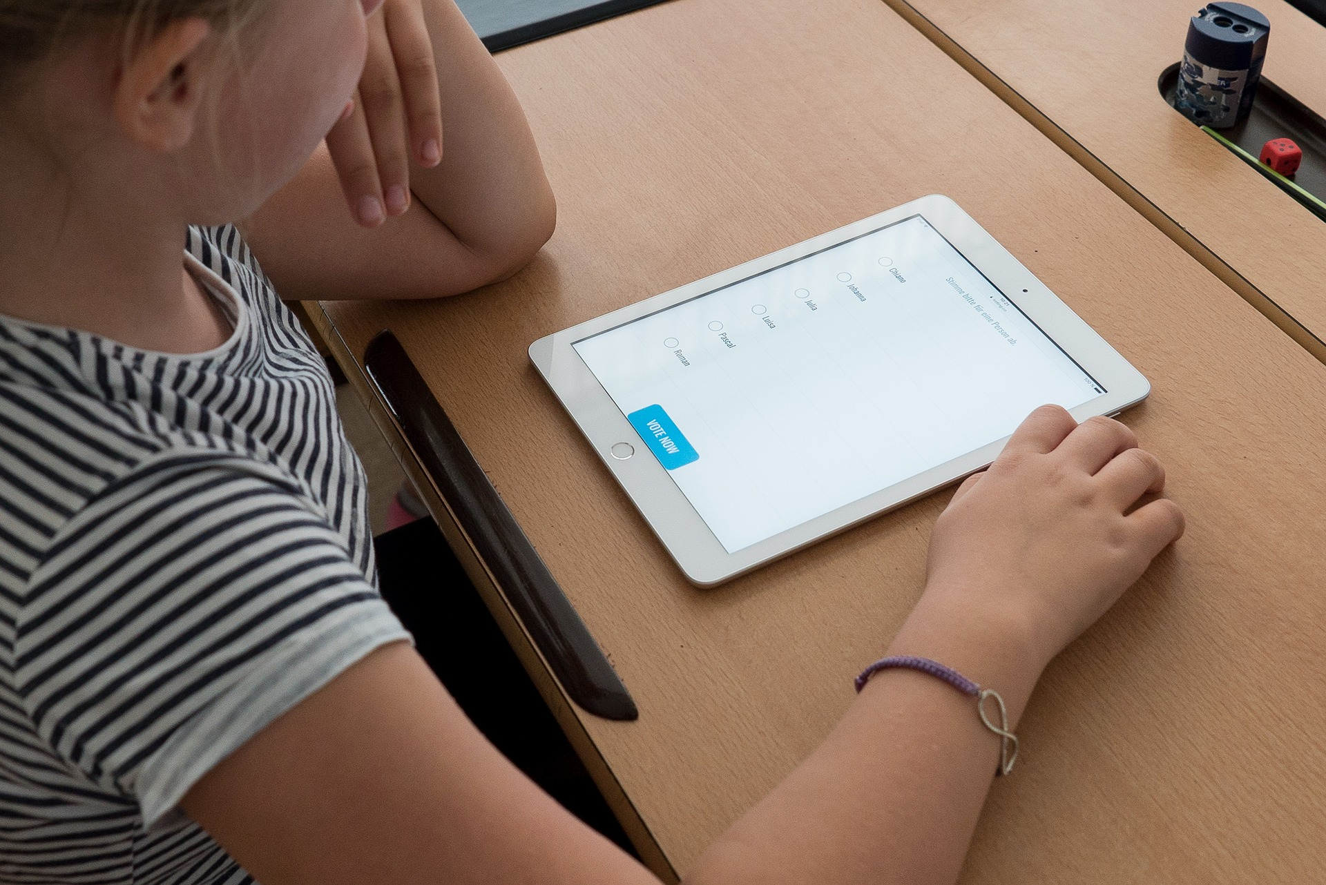 student-reviewing-myhomework-planner-app-on-ipad