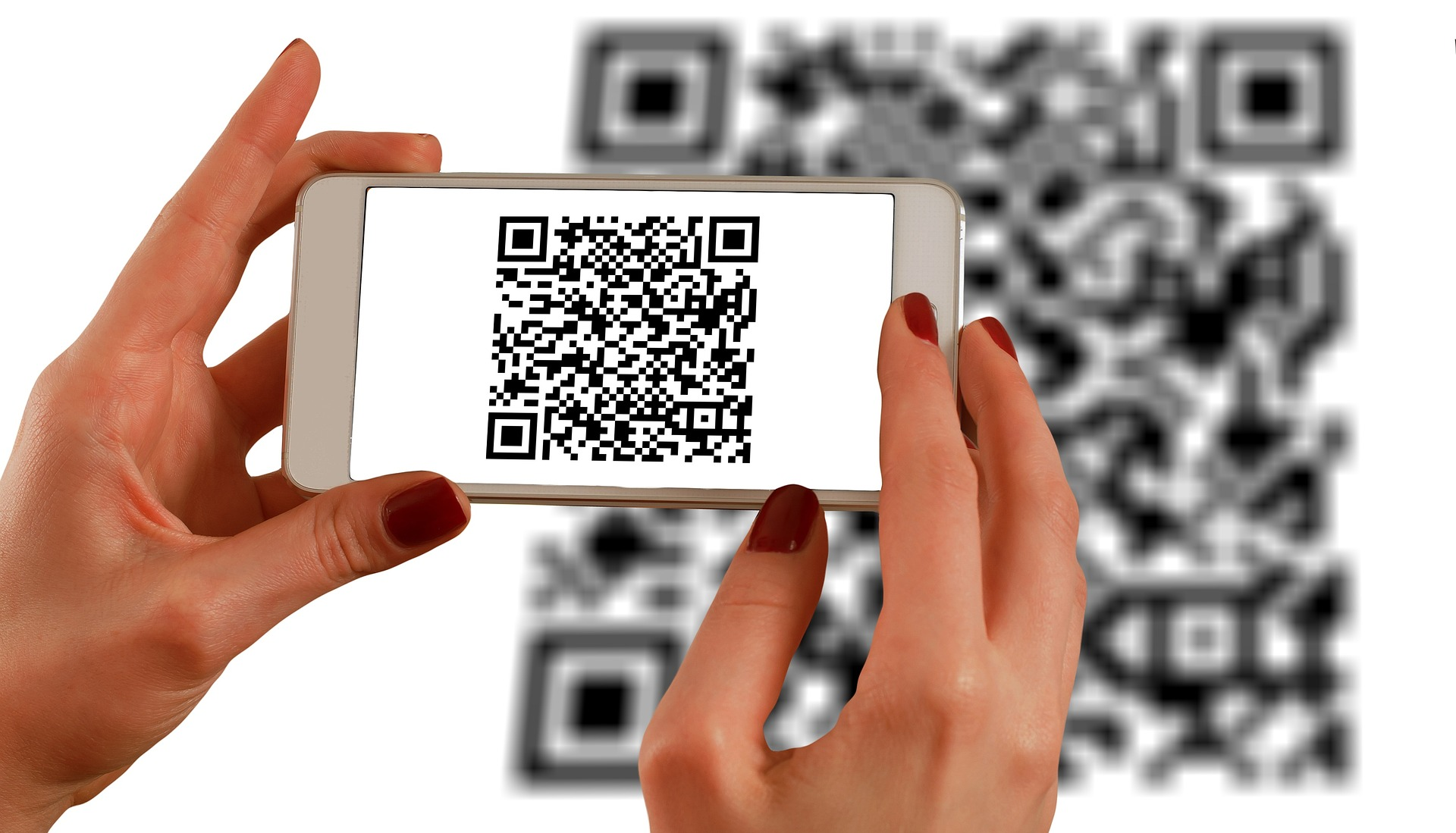 smartphone-using-a-QR-code-for-business